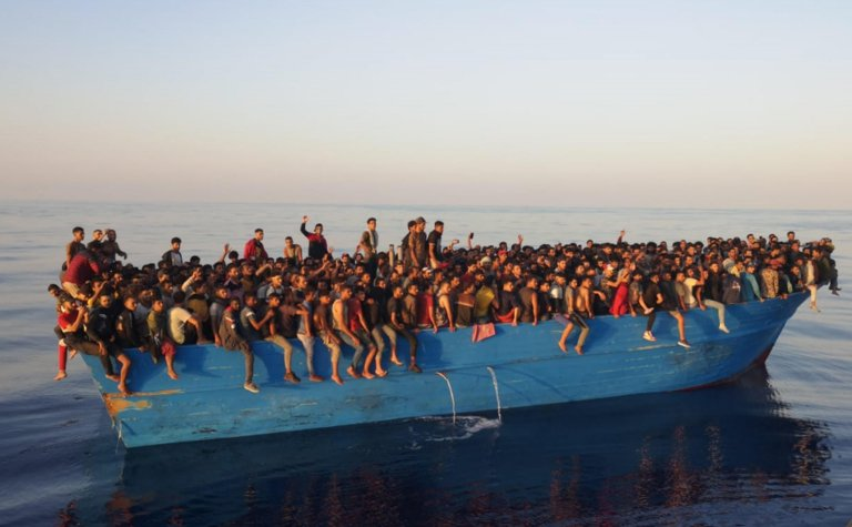 The boat with 538 migrants on board intercepted by port autority's cutters off Lampedusa on August 28, 2021 | Photo: ANSA/CONCETTA RIZZO