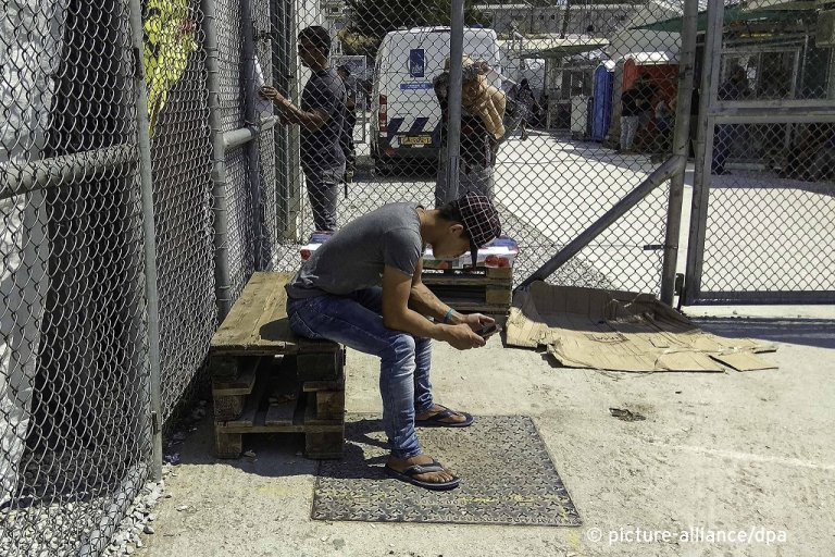 Inside Moria refugee camp-hot spot-detention center in Lesbos island, Greece /Photo (taken on a mobile phone) | Photo: Picture-alliance/N. Economou
