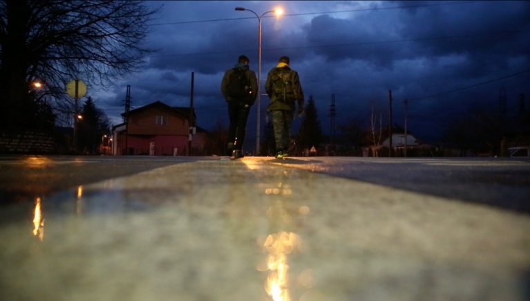 أرشيف/ شابان يحاولان العبور إلى كرواتيا للمرة السابعة. حقوق الصورة كلير ديبوزيه لمهاجر نيوز
