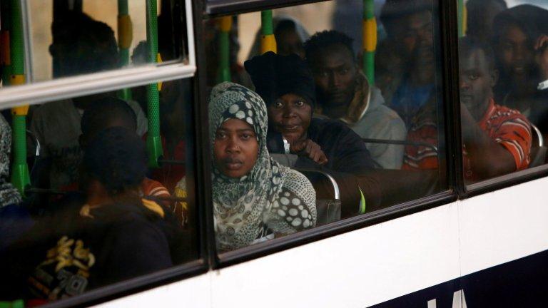 Des migrants secourus par le navire Lifeline en Méditerranée, le 27 juin 2018, à La Vallette, Malte. Crédit : REUTERS/Darrin Zammit Lupi
