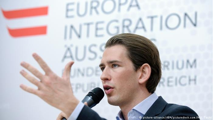picture-alliance/APA/picturedesk.com/H.K. Techt  المستشار النمساوي زيباستيان كورتس (أرشيف)