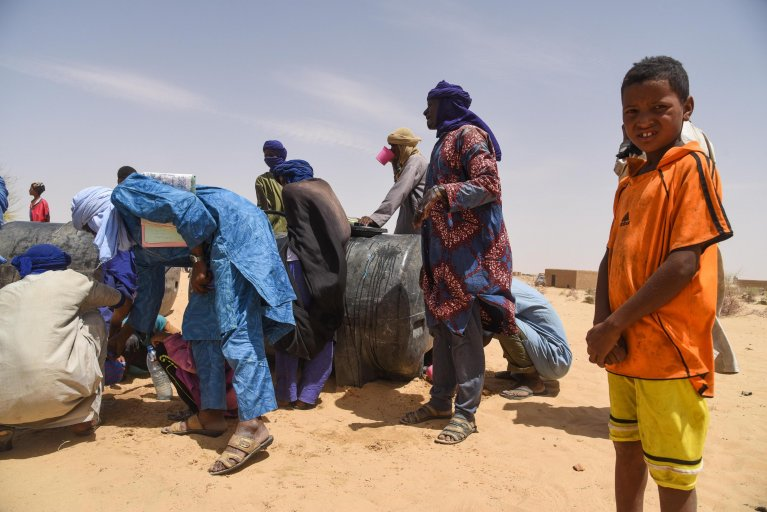 Malian villagers come to collect water in Koygouma as a delegation of the United Nations High Commissioner for Refugees (UNHCR) and United Nations Multidimensional Integrated Stabilization Mission in Mali (MINUSMA) visits the Timbuktu region, 6 May 2019 | Photo: EPA/NICOLAS REMENE