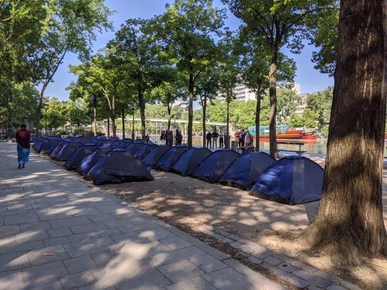 قرابة خمسين خيمة نصبتها جمعية يوتوبيا 56 لإيواؤ المهاجرين. المصدر: يوتوبيا 56