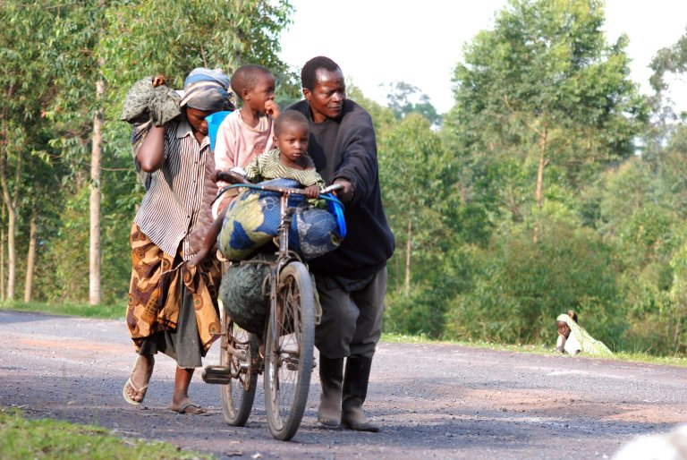 Refugees flee the fighting and violence in eastern DRC | Photo: EPA/Alain Wandimoyi