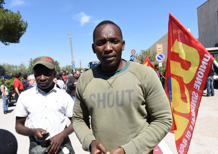 Aboubakar Soumahoro during a demonstration in support of migrant farmworkers in Puglia | Photo: ANSA/FRANCO CAUTILLO