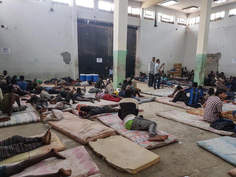 مركز احتجاز المهاجرين في الزاوية، على بعد 30 كيلو مترا من العاصمة الليبية طرابلس. المصدر: أنسا/ زهير أبو سريويل.