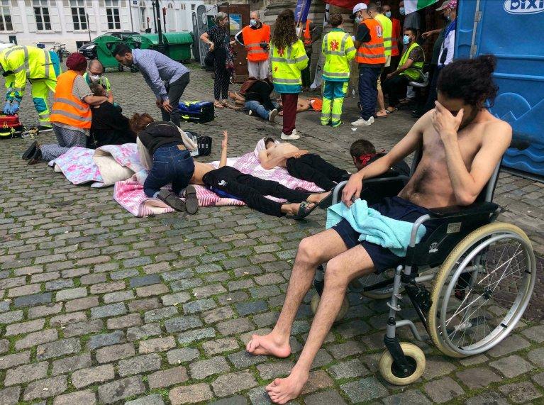 Plus de 400 sans-papiers sont en grève de la faim depuis le 25 mai 2021, à l'église du Béguinage à Bruxelles. Crédit : AFP