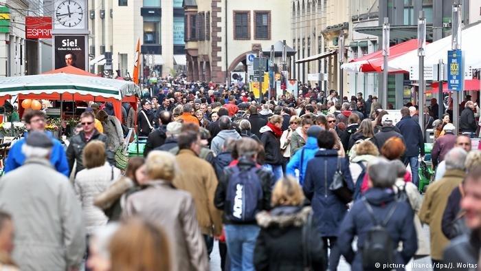 شهروندان کشورهای عضو اتحادیه اروپا، هنوز هم مهاجرت را بزرگ ترین چالش می دانند.