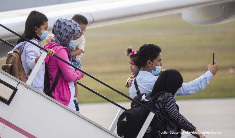 لحظة وصول دفعة من من المهاجرين إلى ألمانيا قادمين من اليونان