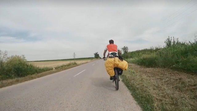 بعد رحلة على الدراجات استغرقت سبعين يوماً قام طالبان ألمانيان يإنتاج وثائقي عن حياة اللاجئين العالقين على الحدود