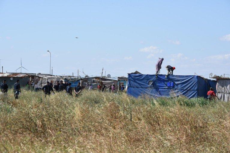 مدينة الخيام العشوائية حيث اندلعت النيران في أحد منازل الصفيح، ما أدى لوفاة مهاجر في بورجو ميزانوني. المصدر: أنسا/ فرانكو كواتيلو.