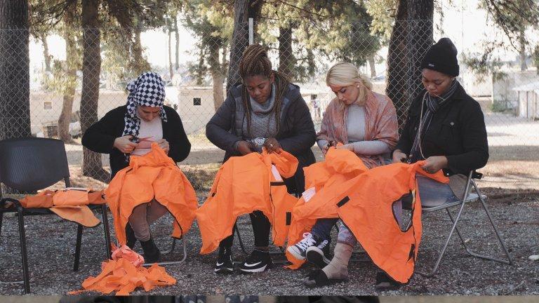 مجموعة من النساء في الورشة. Photo: Courtesy of Love Welcomes