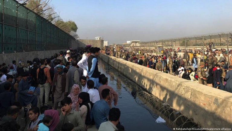 Hoards of people are still hoping to be evacuated from Afghanistan   Photo: Picture-alliance