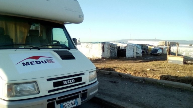 The mobile MEDU clinic near the tent camp in the Gioia Tauro Plain. Credit: MEDU