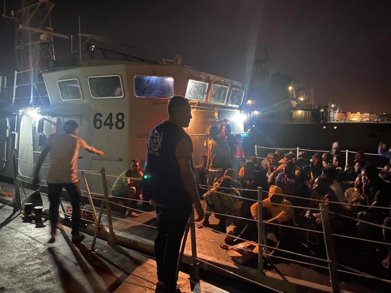 مهاجرون تمت إعادتهم من قبل خفر السواحل الليبي، الخميس 2 تموز\يوليو 2020. المصدر: منظمة الهجرة الدولية