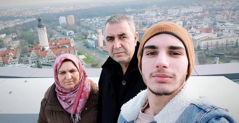 عائلة محمد علي، الذي لجأ إلى ألمانيا وحده قاصراً، وطلب لم شمل أسرته. حقوق الصورة: خاص مهاجر نيوز