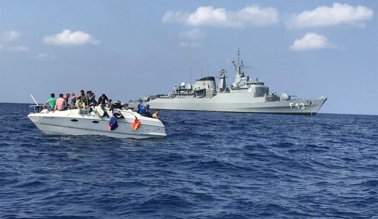 """المركب الذي أنقذته قوات حفظ السلام الدولية """"يونيفيل"""" في المياه الإقليمية اللبنانية. الصورة مأخوذة عن موقع اليونيفيل"""