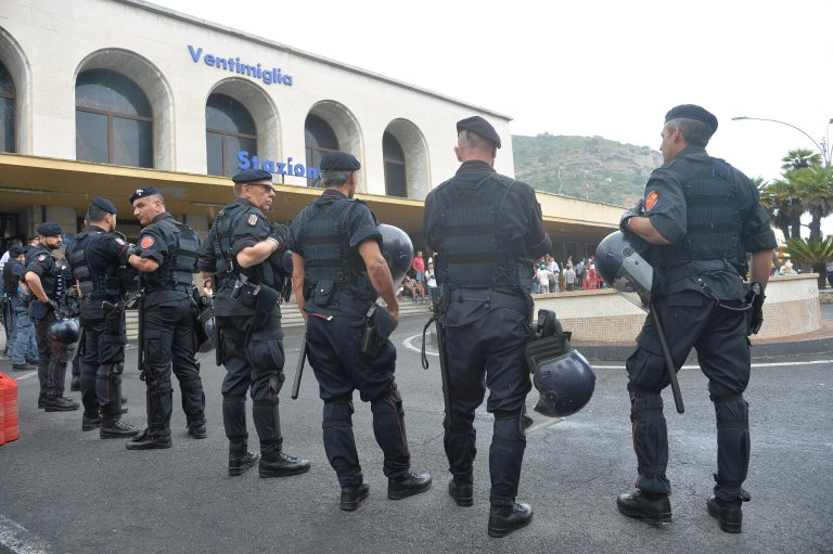 Italian police at the train station of the border town of Ventimiglia | Photo: ANSA/LUCA ZENNARO