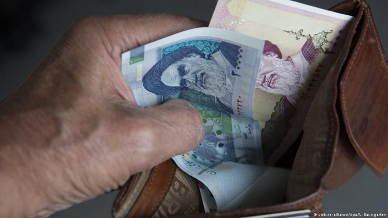 Millions of people worldwide rely on remittances   Photo: Picture-alliance/dpa/U.Baumgarten