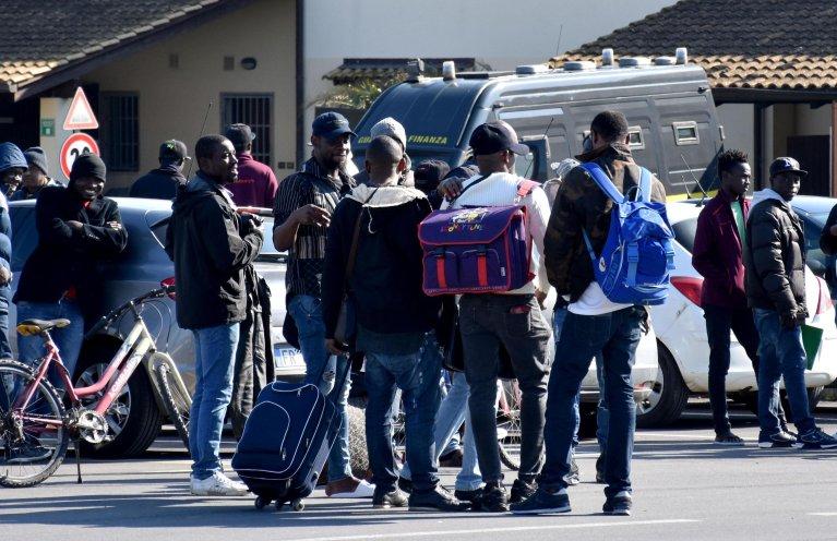 Migrants leave the CARA reception centre in Mineo, after the centre was closed. Photo: ANSA/ORIETTA SCARDINO