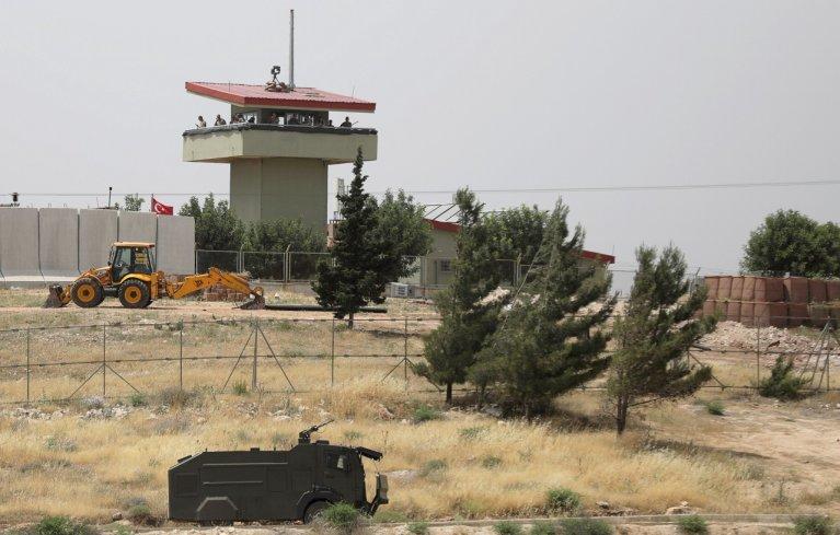 الحدود السورية التركية قرب بلدة أطمة. الصورة: رويترز
