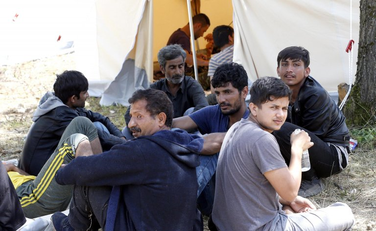 ANSA / مهاجرون ولاجئون في خيمة بمخيم بيهاتش في البوسنة والهرسك. المصدر: إي بي إيه/ فهيم دامير.
