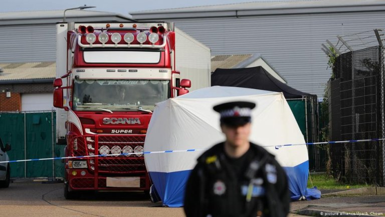 The bodies were found in the back of a trailer truck in October 2019 | Photo: picture-alliance/dpa/A. Chown