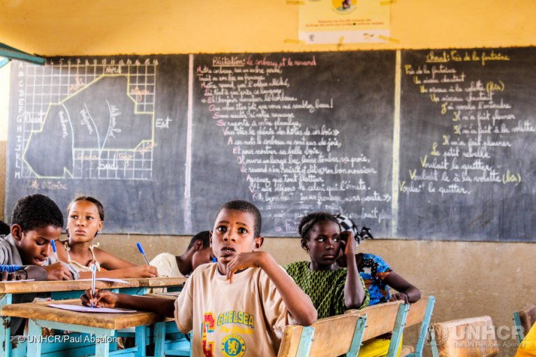 Malian refugee children study at an UNHCR-supported primary school in one of the refugee camps in Burkina Faso (May 2016) | Photo: © UNHCR/Paul Absalon