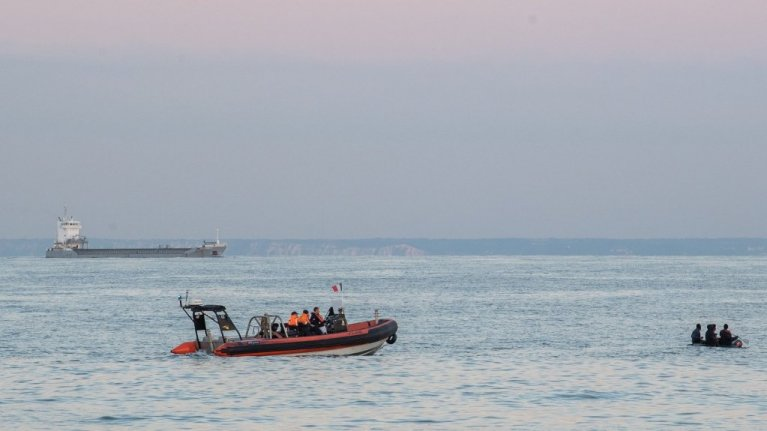 Plus de 1850 personnes ont rejoint l'Angleterre par bateau en 2021 Crédit : Twitter @premarmanche
