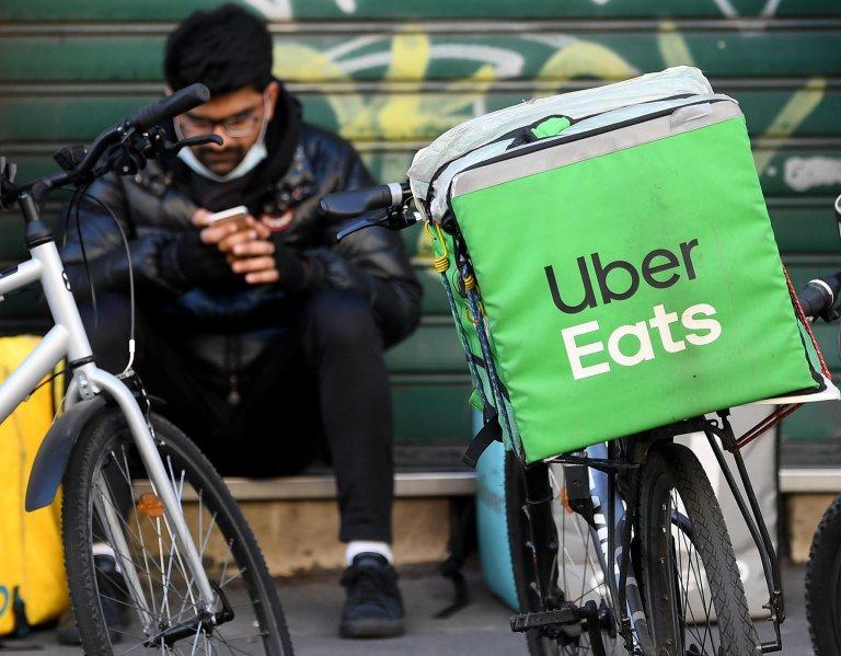 An Uber rider checks his smartphone, Milan, February 24, 2021   Photo: ANSA / DANIEL DAL ZENNARO