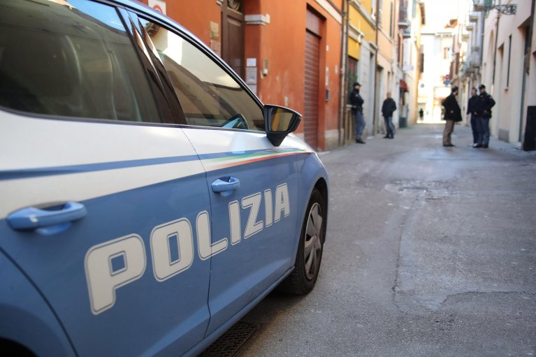 ANSA / عملية للشرطة الإيطالية في مدينة بولونيا. المصدر: أنسا / ماركو إيسولا.