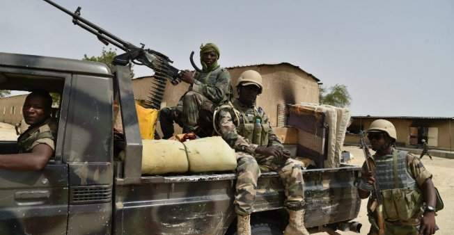 ISSOUF SANOGO / AFP |Des soldats de l'armée nigérienne près de Bosso (image d'illustration).