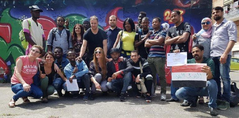 "ANSA / المشاركون في دورة اللغة. المصدر: جمعية ""بروجراما إنتيجرا""."