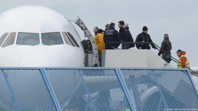 آلمان بار دیگر یک گروه پناهجویان رد شده افغان را از این کشور اخراج کرد.