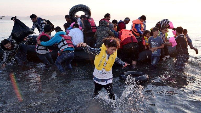 لاجئون سوريون   août 2015  afp.com/LOUISA GOULIAMAKI