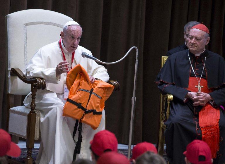 عرف البابا بمواقفه الداعمة للمهاجرين واللائجين/ رويترز