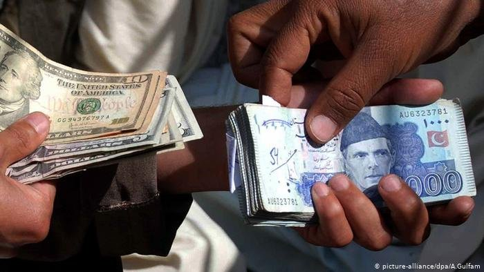 انک مرکزی پاکستان روز دوشنبه اعلام کرد که پول های حواله شده از کشورهای خارجی به پاکستان، در ده ماه متوالی، هر ماه بیش از دو میلیارد دالر بوده است (اپریل ۲۰۲۱)