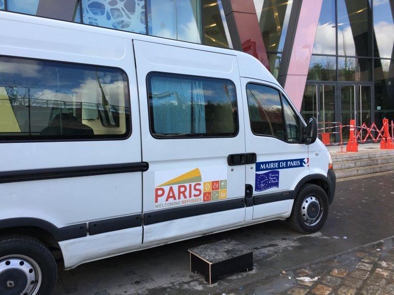 حافلة التضامن لبلدية باريس/ بوعلام غبشي