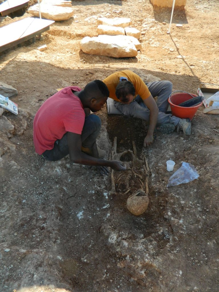 Migrants at work on the archaeological site | Photo: ANSA