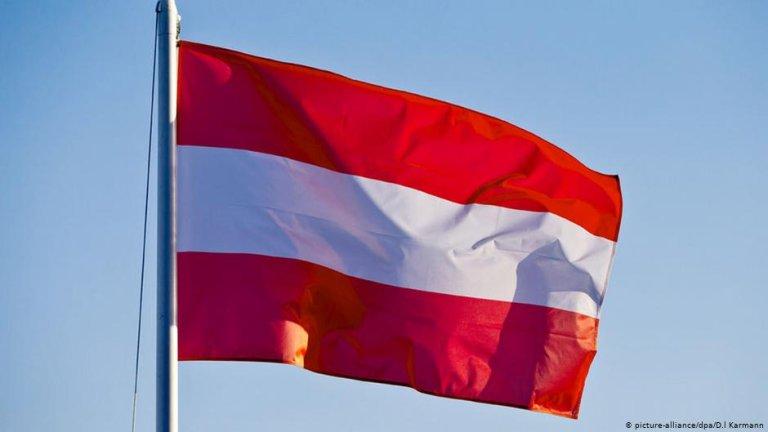 The Austrian flag | Photo: Picture-alliance/dpa/D.I.Karmann