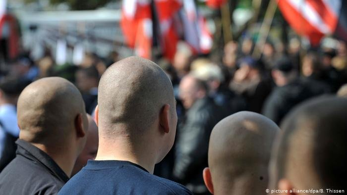 عکس آرشیف از تظاهرات گروهی از راستگرایان افراطی در آلمان