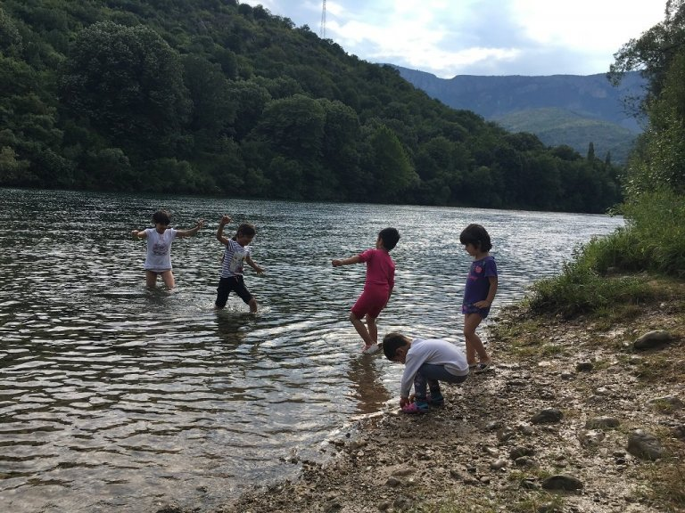 Children staying in the Salakovac reception center play in the Mlava River, which runs near the camp. (Photo: InfoMigrants)