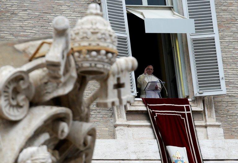 Le pape François lors de la prière de l'Angélus sur la place Saint-Pierre au Vatican, le 1er janvier 2018 - REUTERS/Max Rossi