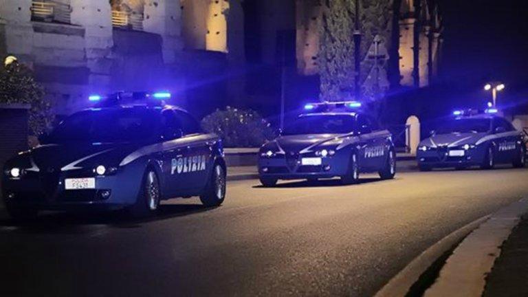 Des véhicules de la police italienne en opération. Crédit : Polizia di Stato / Facebook