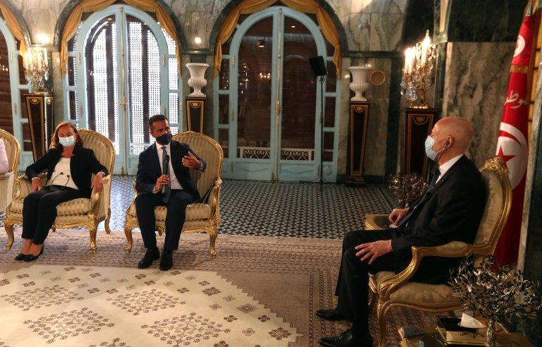 لقاء وزيري الخارجية والداخلية الإيطاليين لويجي دي مايو ولوسيانا لامورجيزي مع الرئيس التونسي قيس سعيد في تونس. المصدر: أنسا.