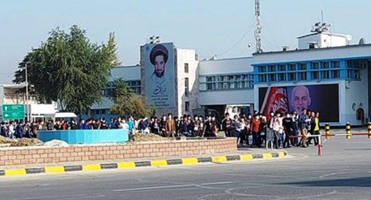 بازگشت مهاجران افغان از ترکیه  گروهی ۲۰۰ نفره از مهاجران افغان به تاریخ ۲۹ ماه سپتمبر ۲۰۲۰ از استانبول به میدان هوایی کابل رسیدند. عکس: انجمن همبستگی مهاجران افغان در ترکیه