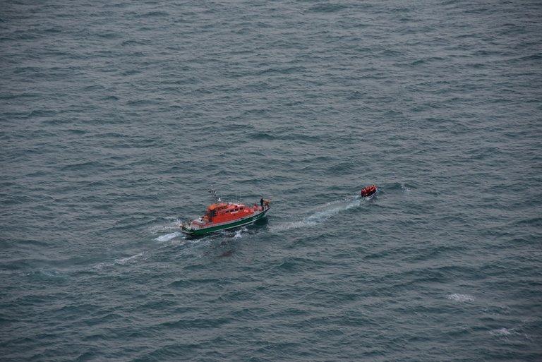 عملية إنقاذ 16 مهاجرا في بحر المانش صباح 16 آذار\مارس 2020. الصورة عن حساب محافظة بحر الشمال الفرنسية على تويتر