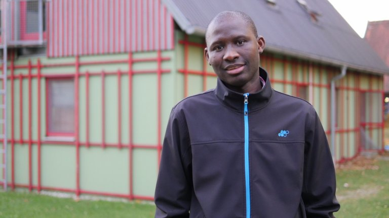 يايا، طالب لجوء يبلغ من العمر 29 عاما قادم من السنغال. آسيم سليم