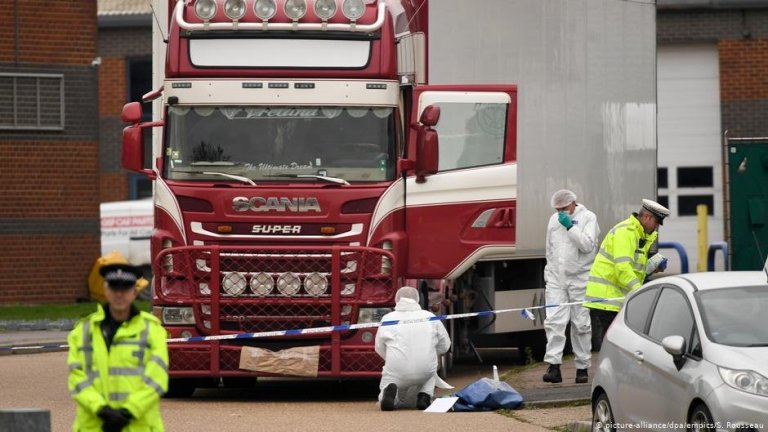 الشاحنة التي عثر فيها على 39 جثة للمواطنين الفيتنام  يوم الأربعاء 23 أكتوبر 2019. الصورة: رويترز