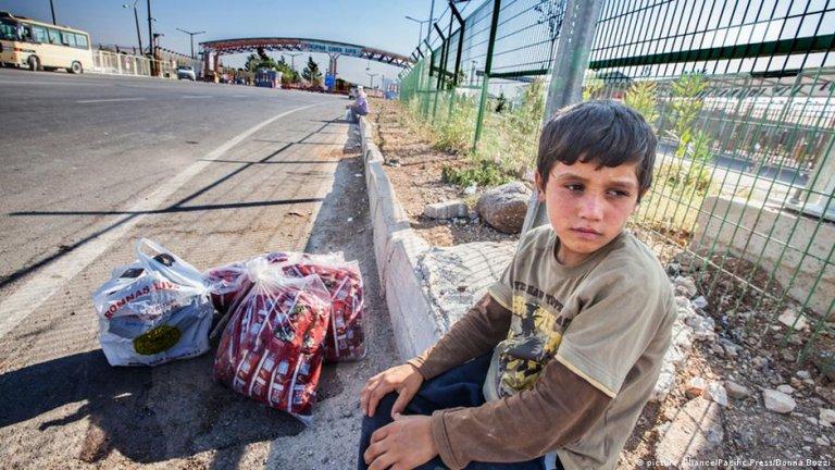 کودک سوریایی در مرز ترکیه و سوریه / عکس از: picture alliance/Pacific Press/Donna Bozzi